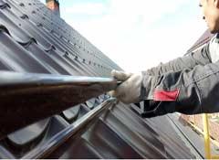 Установка элементов безопасности монтаж снегозадержателей, кровельных и пожарных  лестниц, переходных мостиков и ограждений кровли